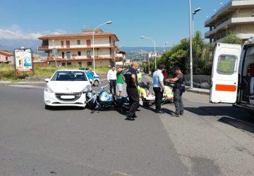 Giarre, incidente auto e moto sul viale Federico di Svevia: un ferito leggero
