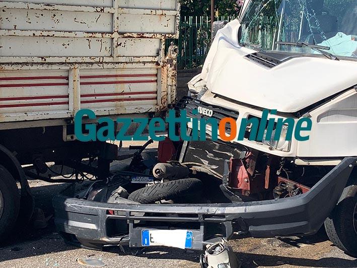 Giarre, incidente mortale in corso Sicilia: vittima un 21enne VD