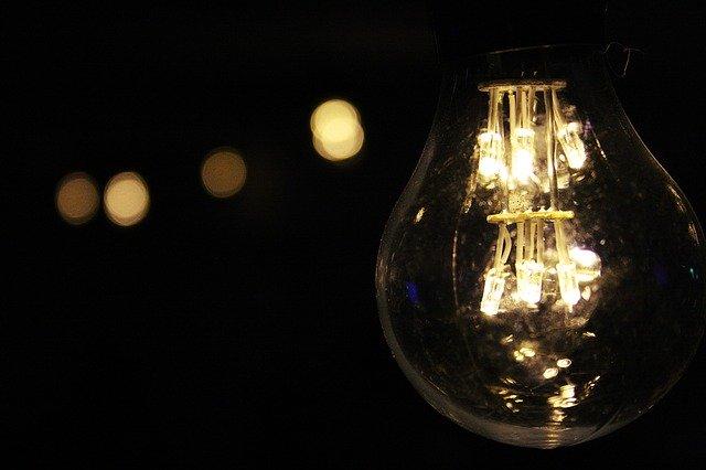 Come capire quale è la migliore tariffa di luce e gas per la propria abitazione: la guida