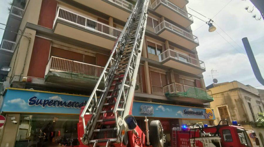 Acireale, soccorso a persona del 118 e Vigili del fuoco