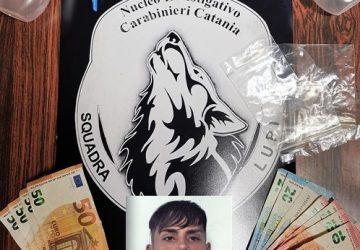 """Catania,  braccato dai """"Lupi"""" si consegna ai Cc: spacciava cocaina  in via Capo Passero"""