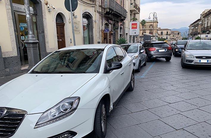 Giarre Scontro In Via Callipoli Tra Auto E Scooter Due Feriti Intervento Dell Elisoccorso