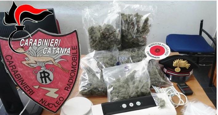 Guidava lussuosa e fiammante Bmw: beccato con 1,3 kg di marijuana