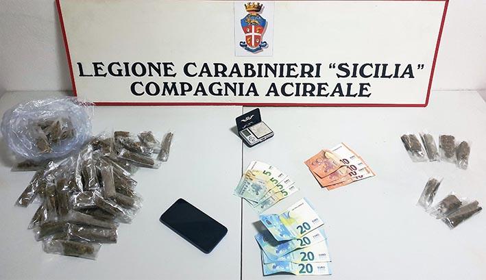 Aci Catena, spacciava comodamente da casa: arrestato
