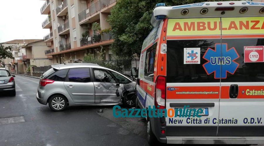 Giarre, schianto tra una ambulanza del 118 e una Citroen in via Crispi