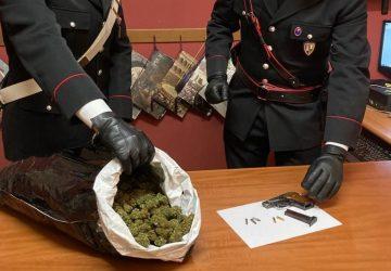 In macchina nascondevano 2 kg di droga ed una pistola. Arrestati due catanesi a Messina