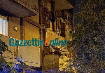 Tragedia sfiorata a Giarre, crolla balcone di un alloggio popolare FOTO VIDEO
