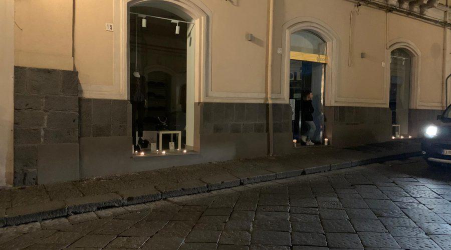 Effetto Covid, a Giarre i commercianti spengono le luci delle vetrine VIDEO