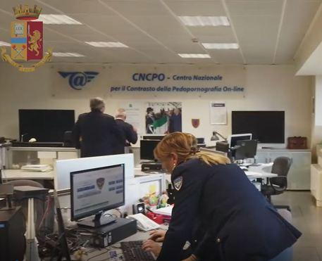 Coppia adescava minori sui social, arrestati. Indagini della Polizia postale di Catania e Palermo