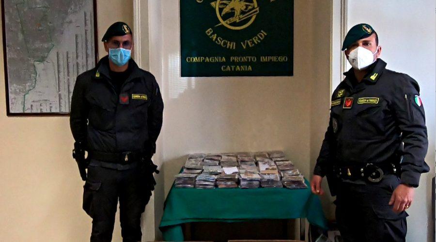 """Catania, """"Baschi Verdi"""" sequestrano oltre 13mila cd e dvd contraffatti"""