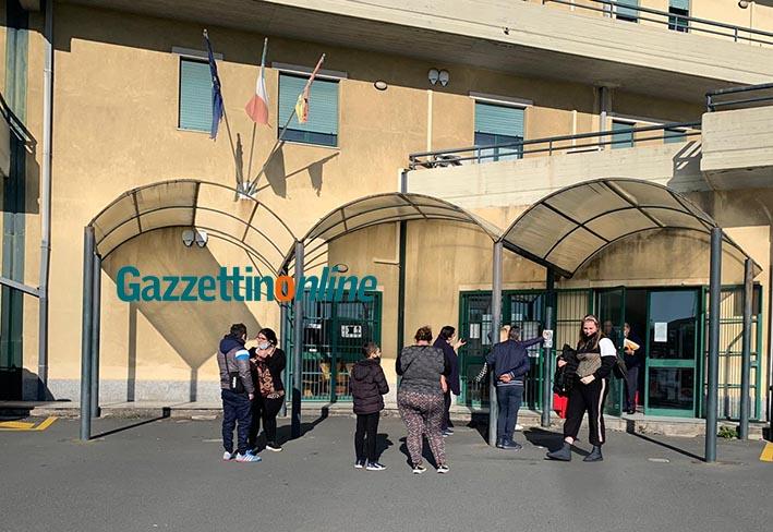 Giarre, le sei famiglie sfollate da Rovettazzo in Comune a rappresentare i loro disagi VIDEO