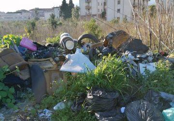Giarre, le vie dei rifiuti... sono ormai colme
