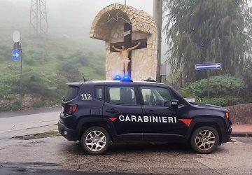 Castel di Iudica, padre e figlio, positivi al Covid, si concedono un'uscita in auto: denunciati