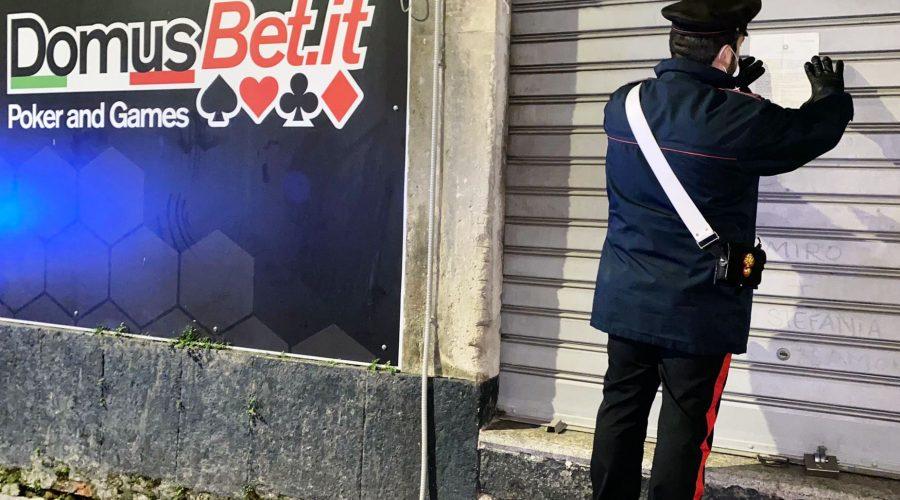 Catania, giocavano al bar senza mascherina e assembrati: esercizio chiuso