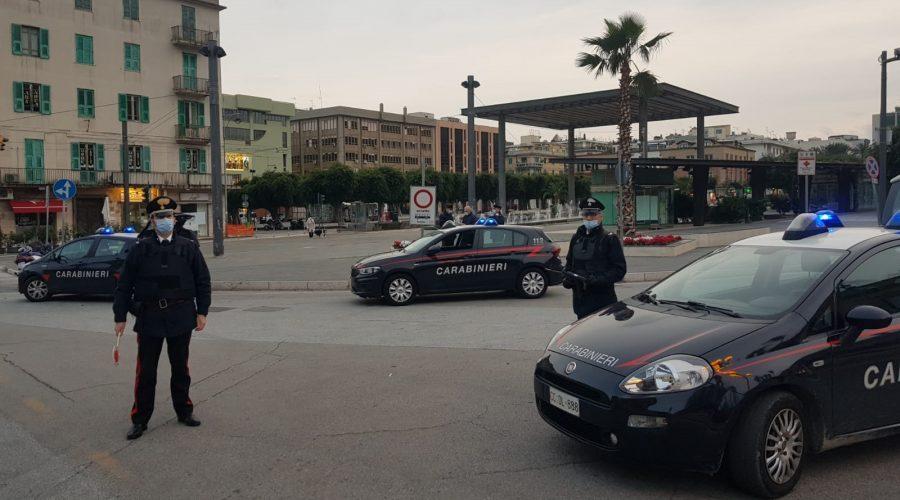 Padre, madre e figlio, tutti positivi al Covid sorpresi in giro a Messina: denunciati