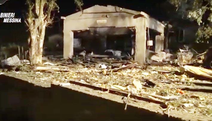 Esplosione fabbrica di fuochi d'artificio causa 5 vittime: eseguiti tre arresti e sequestrate due aziende VIDEO
