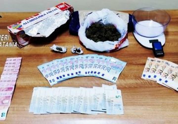 Acireale, droga in auto e a casa: arrestato pusher
