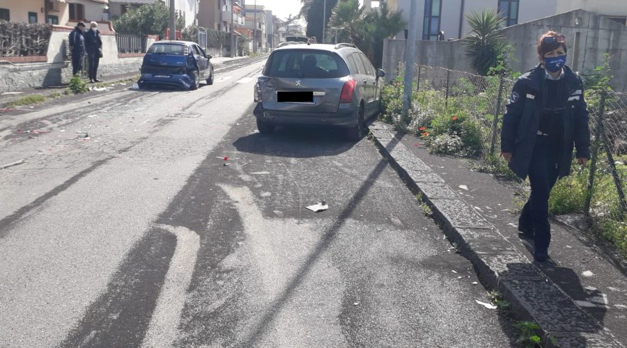 Riposto, incidente stradale autonomo sulla via Marco Polo: due feriti