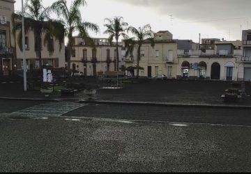 Cenere vulcanica a Mascali: ordinanza del sindaco per la raccolta. Scuole chiuse fino a mercoledì