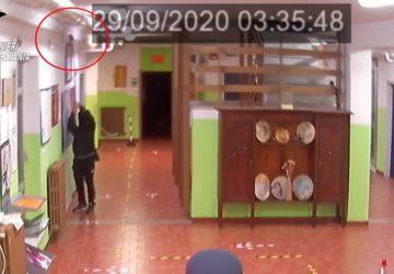 Riposto, le telecamere inchiodano ladro di merendine alla Pirandello VIDEO