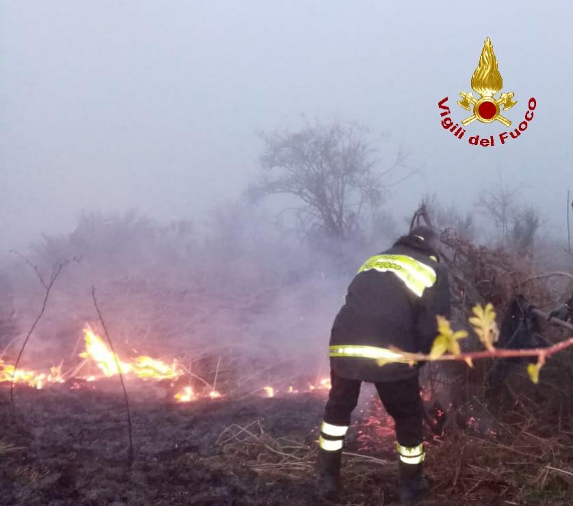 Randazzo, vasto incendio bosco e sterpaglie sui Nebrodi