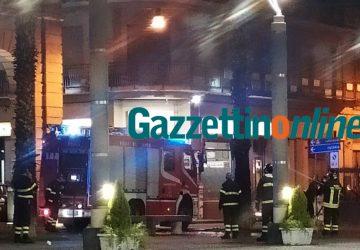 Riposto, pesante atto vandalico: incendiata palma in piazza San Pietro