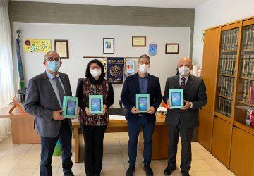 "Giarre, Rotary dona 4 tablet al ""Fermi-Guttuso"""