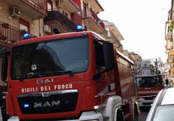 Aci San Filippo, divampa incendio in una abitazione: c'è un morto