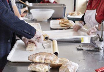 Catania, la solidarietà non si ferma: per Pasqua e Pasquetta pranzo da asporto all'Help Center