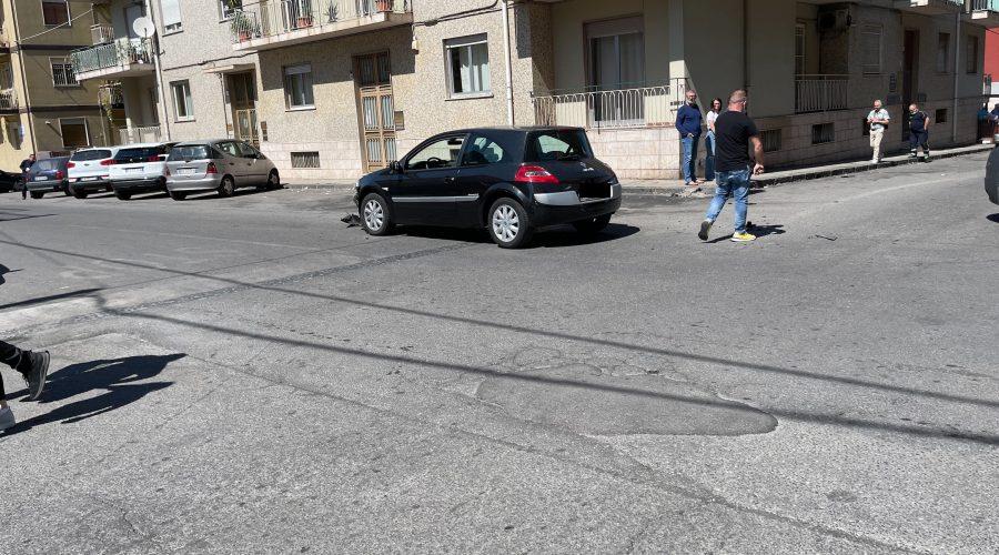 Giarre, incidente nell'incrocio tra via Cairoli e D'Azeglio. Ferito un bambino