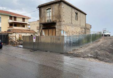 Mascali, al via messa in sicurezza area esterna fabbricato da demolire a Sant'Anna