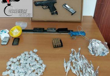 Catania, scovate armi e droga dentro un tombino di via San Jacopo