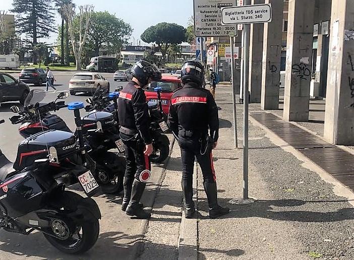 """Catania, rapinano una """"lucciola"""" in viale Libertà: inseguiti ed arrestati"""