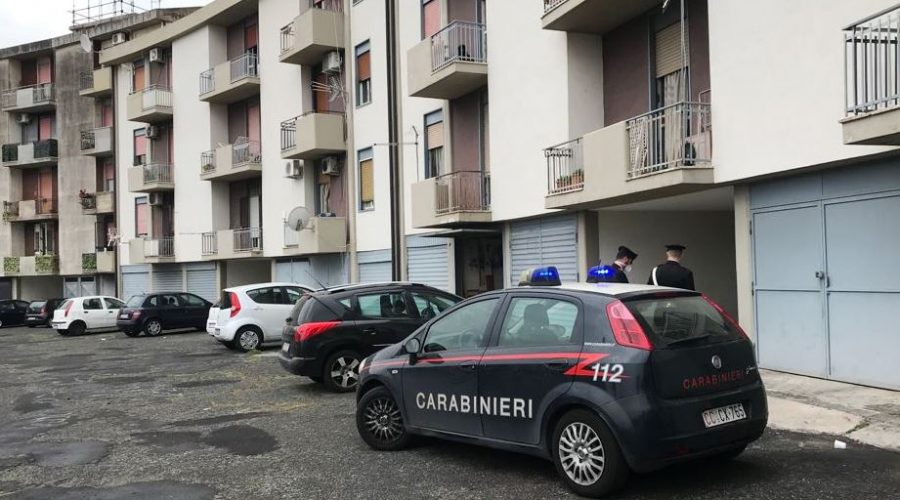 Catania, blitz antidroga in via Ustica: sequestrate cocaina, marijuana e crack