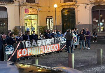 """""""Non al coprifuoco"""". Da Giarre la pacifica protesta di Fratelli d'Italia, ristoratori e commercianti"""