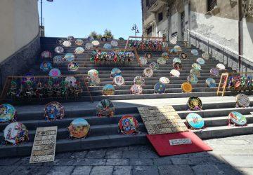 Giarre, per una mattina le opere d'arte del Liceo Guttuso sulla scalinata del bersagliere