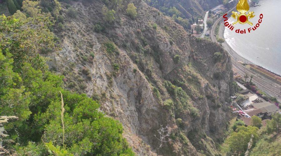 Taormina, giovane precipita in un burrone: intervento dei Vvf VIDEO