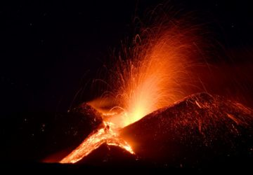 Nuova spettacolare fontana di lava sull'Etna