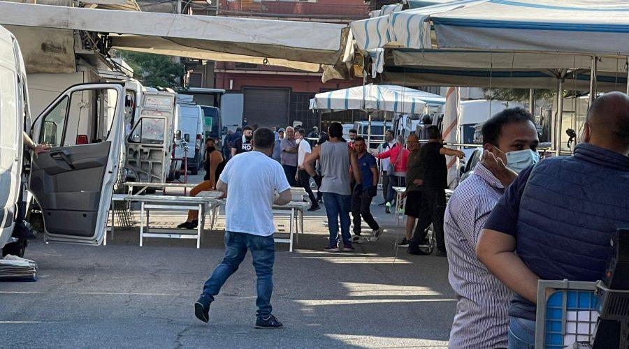 Giarre, esordio fiera del giovedi in via Campania: vigili contrariati