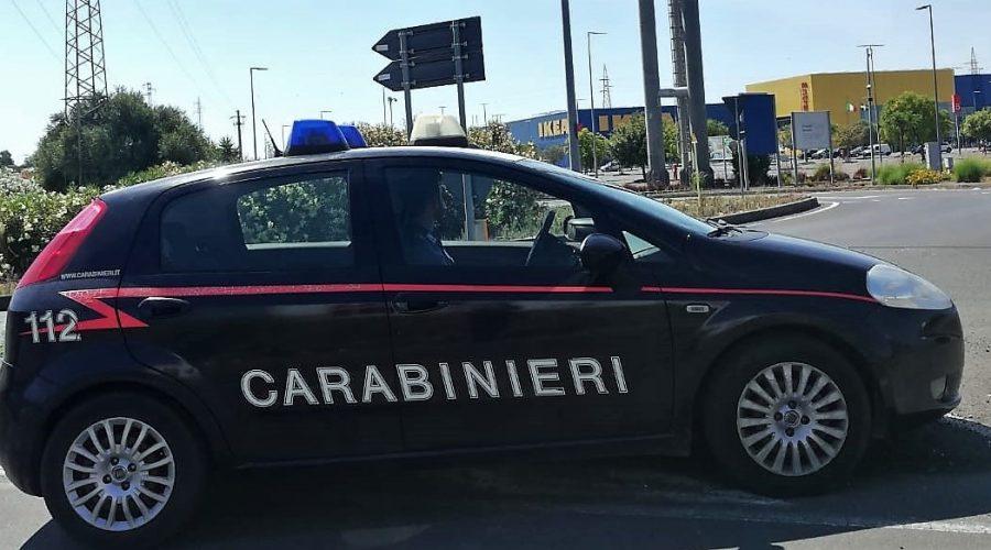 Catania, rubano lo zainetto ad una donna incinta: madre e figlia denunciate