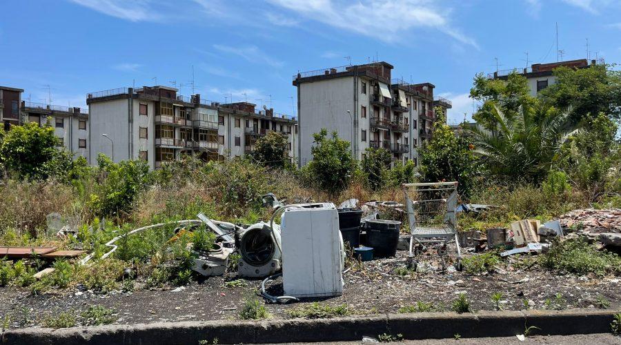 Giarre, quartiere Jungo: giardini di sterpaglie a rischio incendi