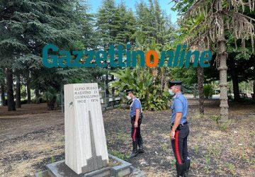 Giarre, parco Giardino abbandonato. Rubato il busto bronzeo del compianto Alfio Russo VIDEO