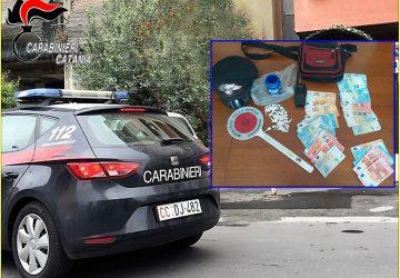 """Arrestati quattro spacciatori al """"121"""" di via Capo Passero a Catania"""