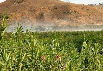 Paternò, agricoltore tenta di spegnere incendio ma si ribalta col trattore e muore