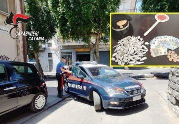Paternò, arrestati due spacciatori che tentano la fuga e droga recuperata