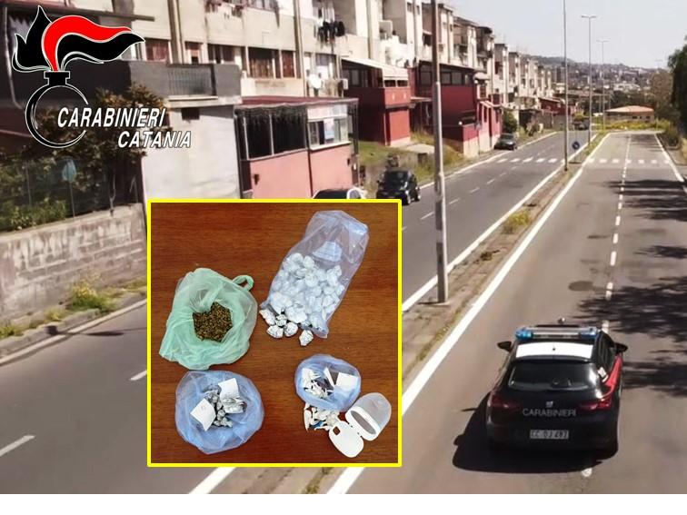 """Catania, arrestati due spacciatori in via Capo Passero: uno era """"a lavoro"""" anzichè ai domiciliari"""