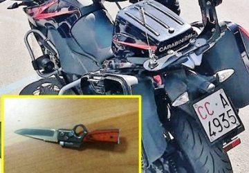 Accusa un 45enne di avergli rubato due bici e tenta di accoltellarlo: in manette 71enne