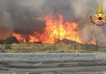 Catania e provincia, emergenza incendi. Criticità a Linguaglossa e Acireale