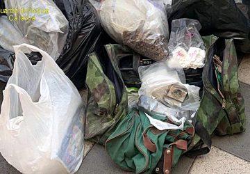 Giarre, droga nascosta nei loculi del cimitero: 70 chili di erba, hashish e cocaina. Due arresti VIDEO