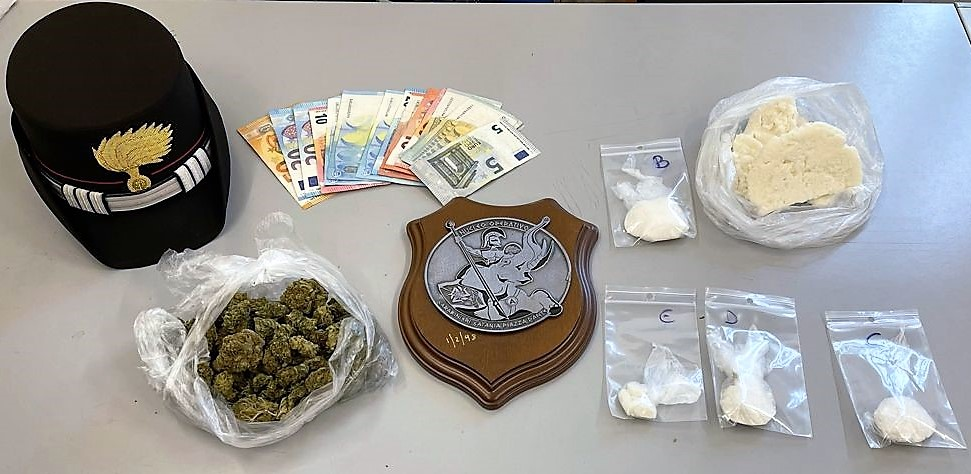 Catania, centrale della droga in via Delfo